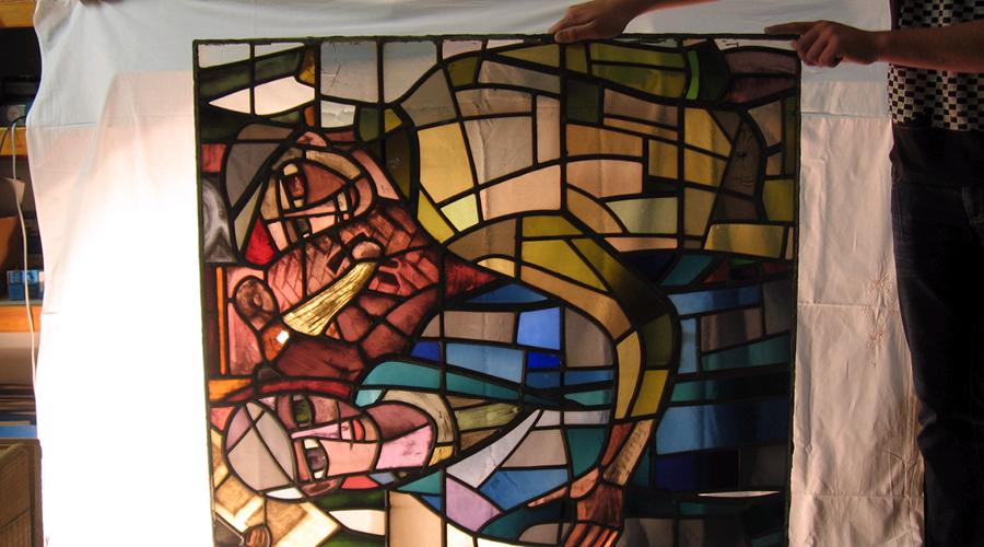 Afbeelding   Deel glas-in-lood raam voor restauratie